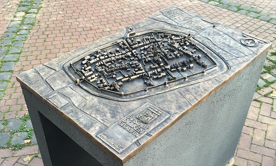 Dülkener Geschichte in Bronze gegossen