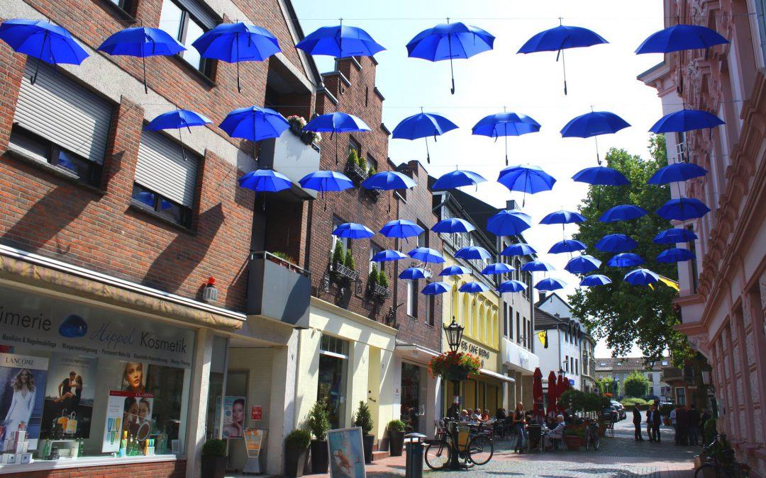 Mach mal Blau(ensteinstraße)