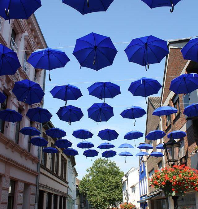 Demontage der Schirme an der Blauensteinstraße